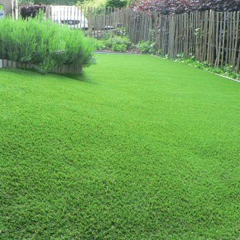 Glooiende-kunstgras-tuin-Ninove