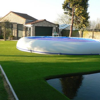 Zwembad-op-kunstgras