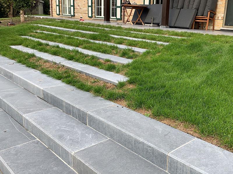 Tuin voor kunstgras plaatsing
