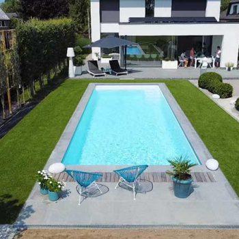 zwembad-in-kunstgras-tuin